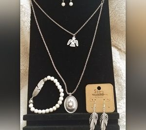 Jewelry - 4 Pc South Western Necklace Feather Earrings